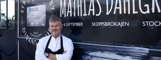 Vårt senaste projekt var med Diners club.  Under fyra veckor i höst åkte vi runt i Nordens huvudstäder och presenterade fine dining i streetfood utförande.  En stjärnkrögare från respektive land komponerade menyn och serverade maten.  I Stockholm hade vi kockarnas kock Mathias Dahlgren med personal i trucken. Mathias är Sveriges enda världsmästare i matlagning och flera av hans restauranger har stjärnor i Guide Michelin.  Man kan lugnt säga att det var en stor succe och Mathias stortrivdes!
